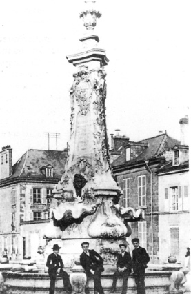 Reims,La seconde fontaine Godinot 1904