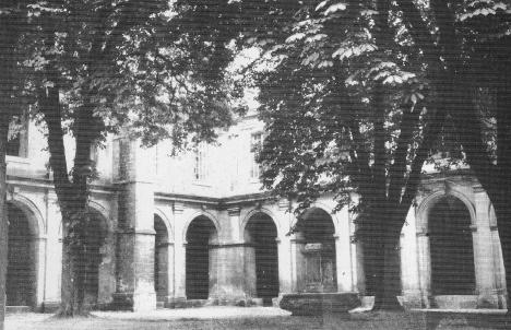 Reims,Fontaine Nicaise Reims deplacée et remise dans le cloître St Remi, remise en eau, ellee st viisble lors de la visite du musée St Remi