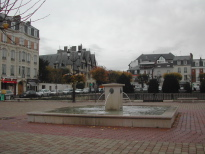 Reims, Fontaine place du Forum Reims, photo D.Dumon , novembre 2006