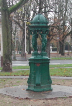 Reims, Fontaine square Jantzy Reims, photo D.Dumon , novembre 2006
