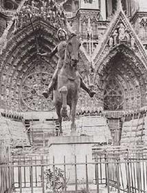 tourisme à Reims,Jeanne d'Arc sur le parvis à  Reims