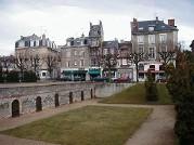 Place du Forum à Reims, Tourisme à Reims, visite de Reims, la cathédrale, les caves, les monuments rémois, les musées, ville, sacre, palais du tau, sainte clotilde, quartier st Remi, clémenceau