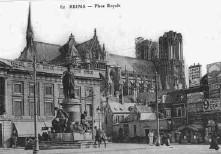 Marché aux fleurs place Royale à  Reims